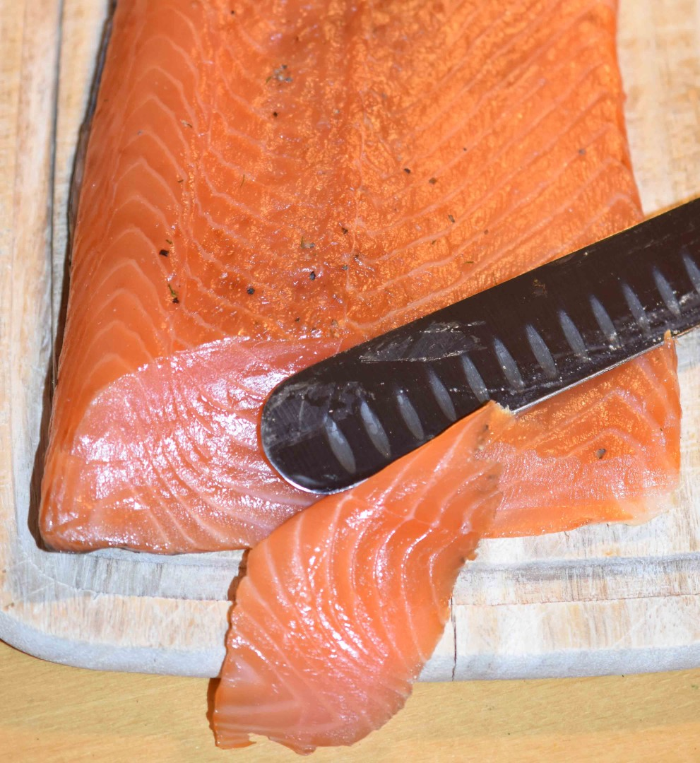 08-geraeucherter-lachs-im-borniak-raeucherofen-lachs-scottish-garden-style-anschnitt-nach-beizen