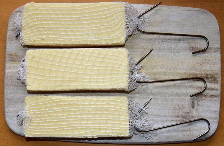 gouda-raeuchern-im-wurstsack