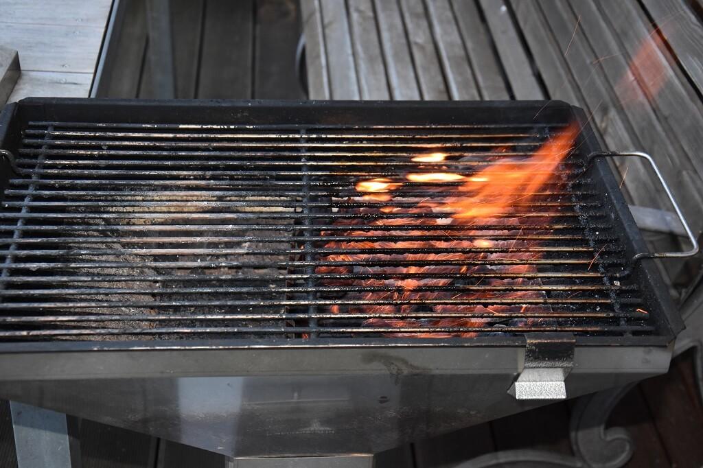 Grill-zum-Raeuchern-vorbereiten